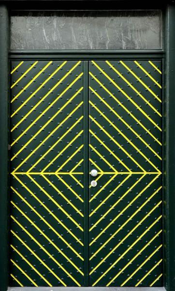 Moderne Haustüre mit Fischgrät Muster